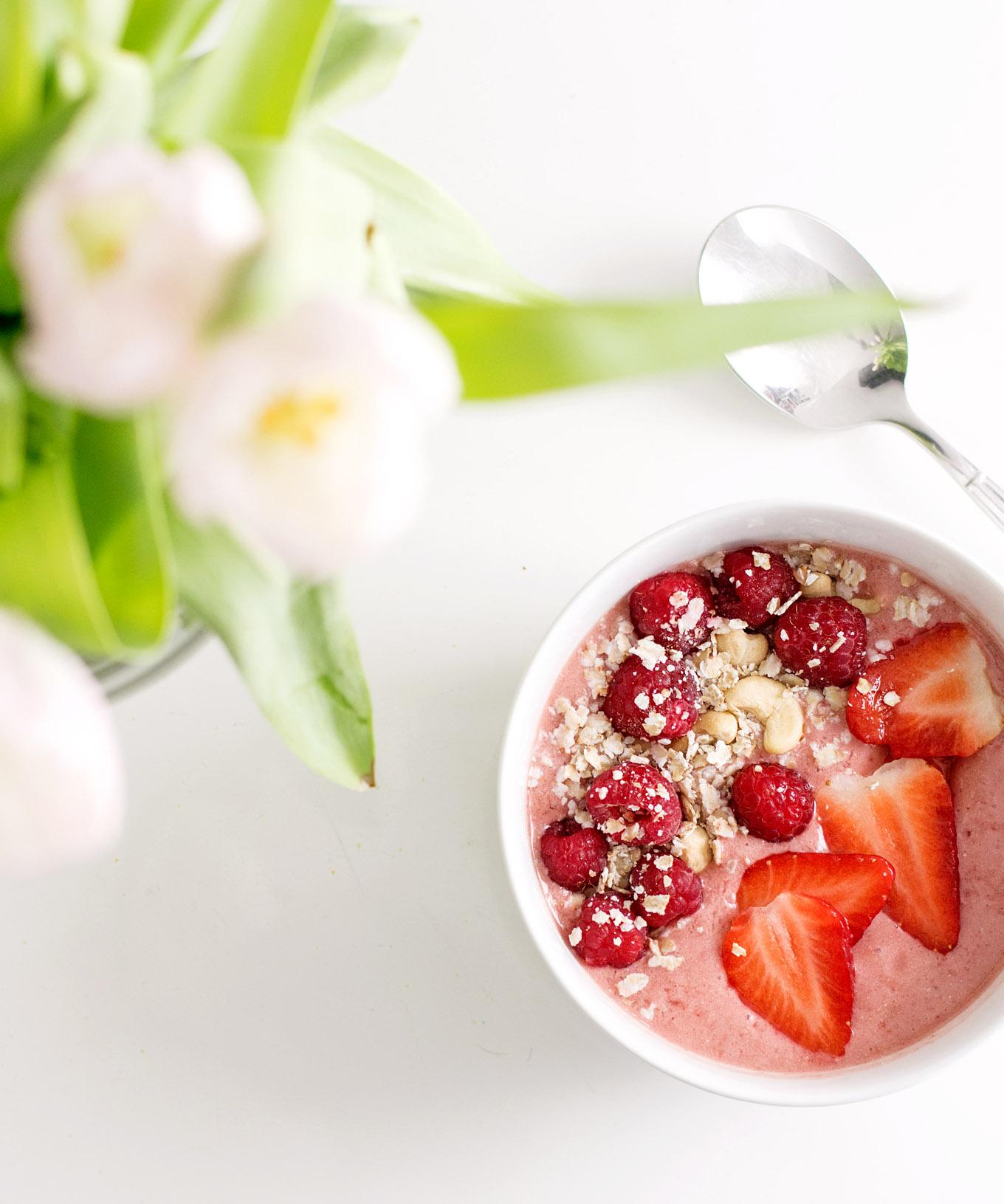 Mango-Erdbeer-Smoothiebowl 4