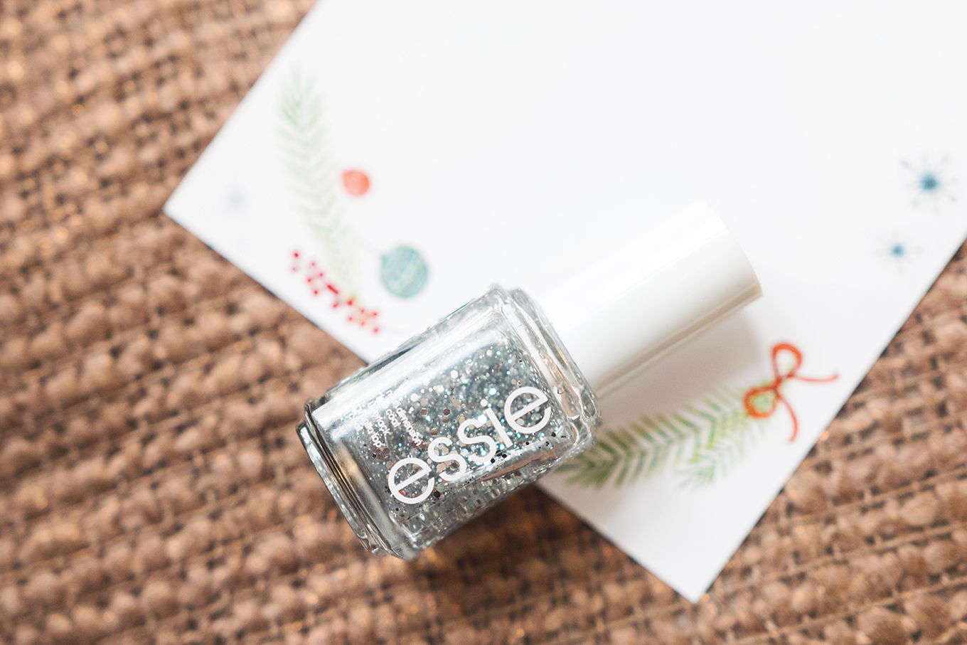 Blogging_under_the_mistletoe_412_essie_Gewinnspiel-2klein