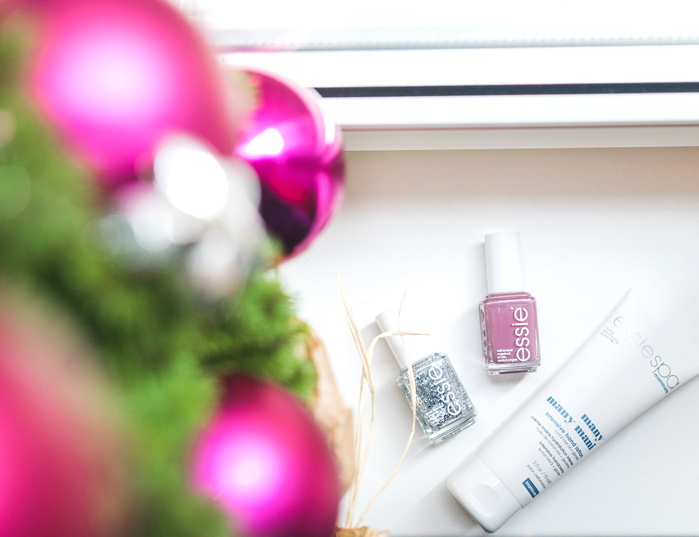 Blogging_under_the_mistletoe_412_essie_Gewinnspiel-3klein