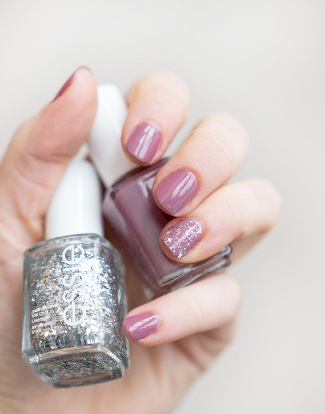 Blogging_under_the_mistletoe_412_essie_Gewinnspiel-6klein